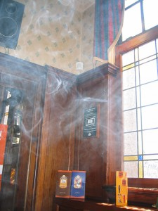 640px-Smoke-by-a-window-in-a-pub